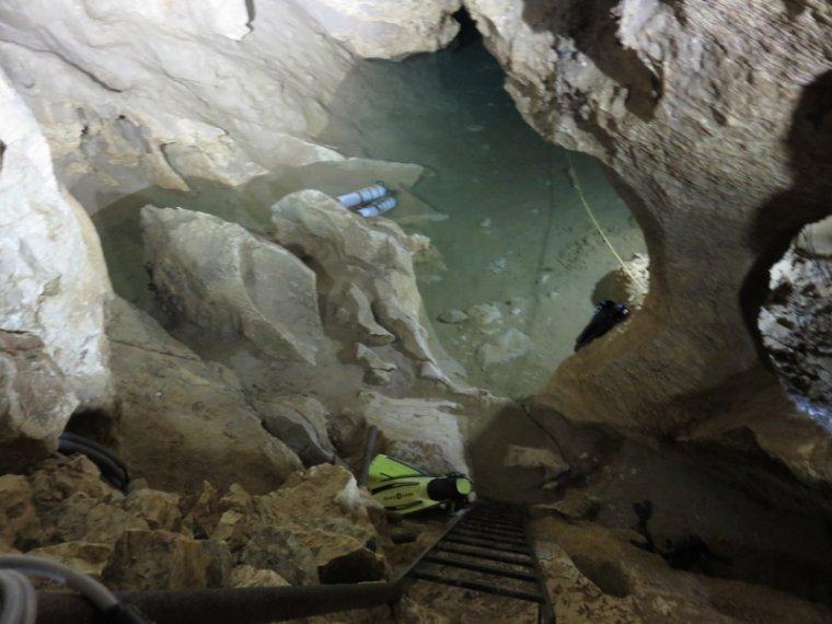 989  La grotte de Thaïs