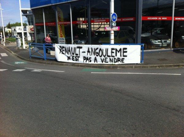 des salariés en lutte contre la vente de leur succursale D'ANGOULEME