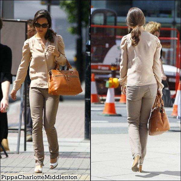 1 Juin 2011: Pippa s'est rendu au Centre Médical Putney à Londres.