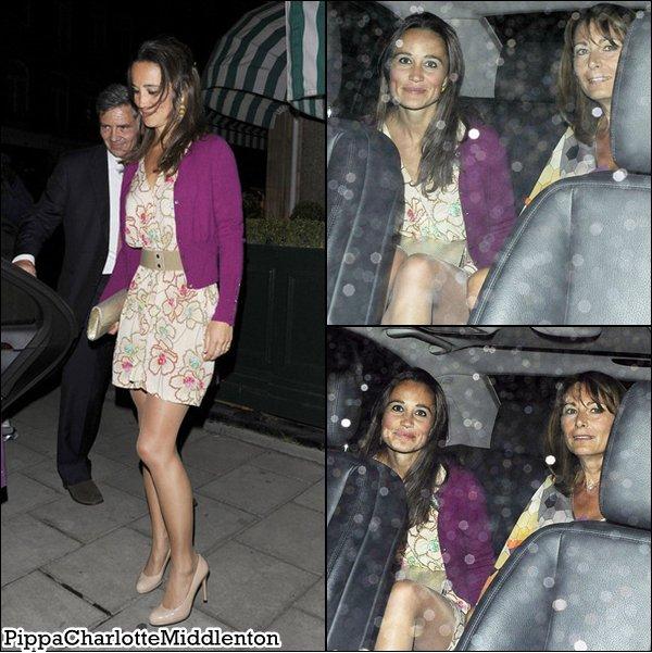 8 Juin 2011: Nous retrouvons Pippa sous la pluie après avoir déjeuner avec une amie à Kensington.