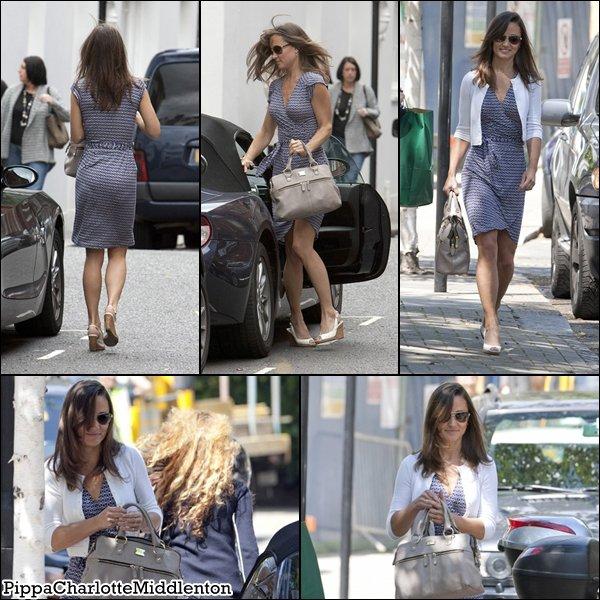 23 Juin 2011: Pippa faissant du shopping dans le quartier de Chelsea à Londres.