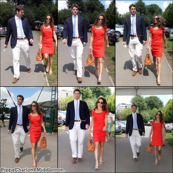 29 Juin 2011: Pippa, ses parents et son petit-ami Alex Loudon étaient à Wimbledon à Londres.