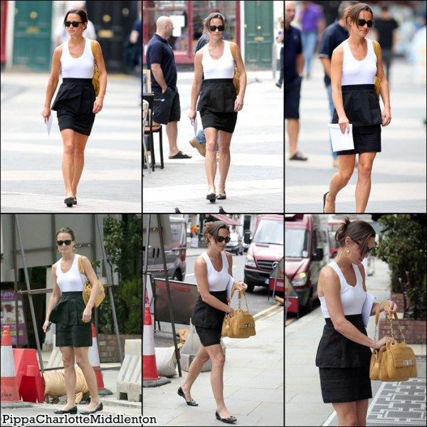 4 Juillet 2011: Pippa faissant du shopping dans Londres. ♥