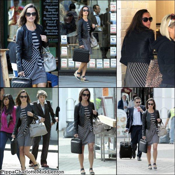 6 Juillet 2011: Pippa dans le quartier de Kensington à Londres.