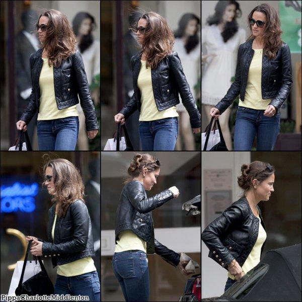8 Juillet 2011: Pippa est allait au magazin Kings Road à Londres.
