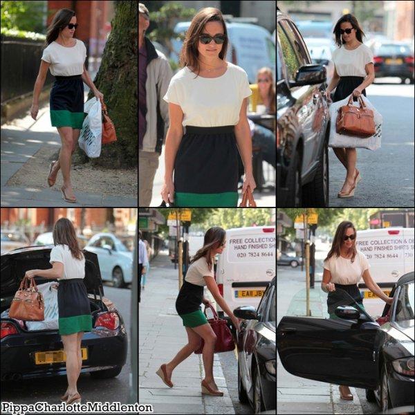 15 Juillet 2011: Pippa était encore dans le quartier de Chelsea.
