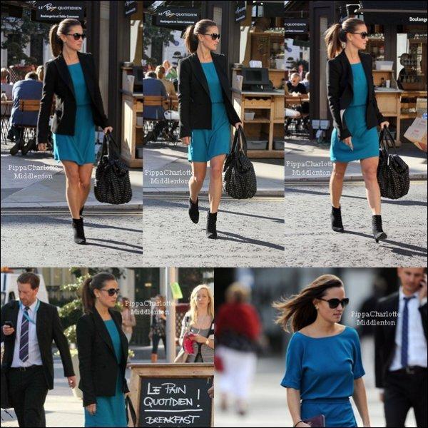 """14 Septembre 2011: Pippa allant au """"Pain Quotidien"""" dans son quartier."""