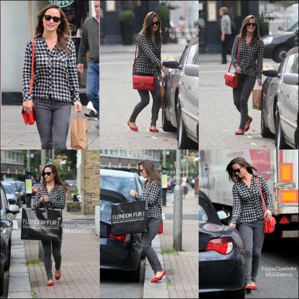 16 Septembre 2011: Pippa faissant des emplettes dans Londres