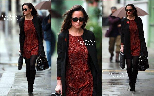 10.11.11: Pippa est allait faire un peu de shopping dans le centre de Londres.