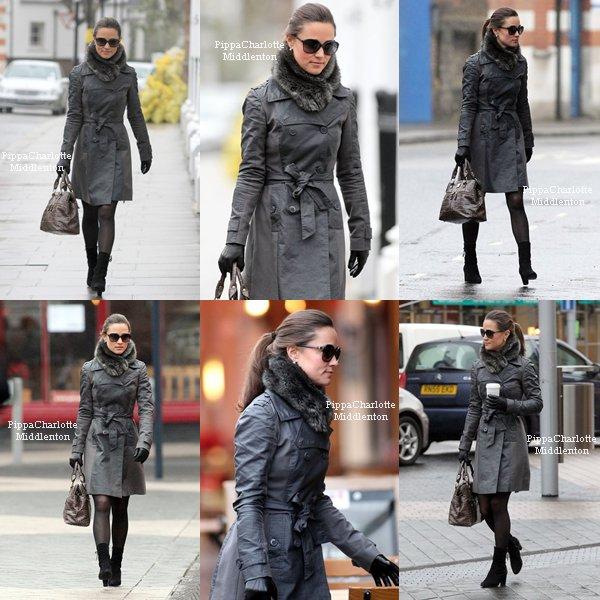 21.12.11: Pippa se baladant dans les rues de Kensington.