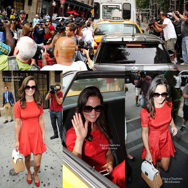 06.09.12: Pous son anniversaire Pippa était dans le quartier de Soho créant presque une émeute.