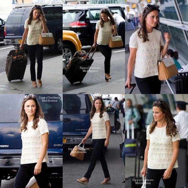 07.09.12: Pippa était à l'aéroport JFK, la belle à quitait la grosse pomme.