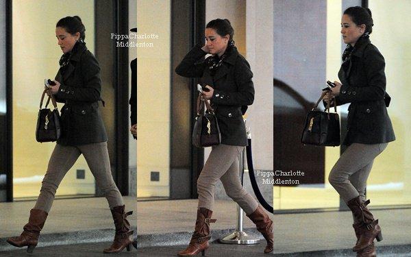 """02.11.12: Pippa quittant le club """"Loulou's"""" avec des amies après une soirée privée dans Mayfair."""