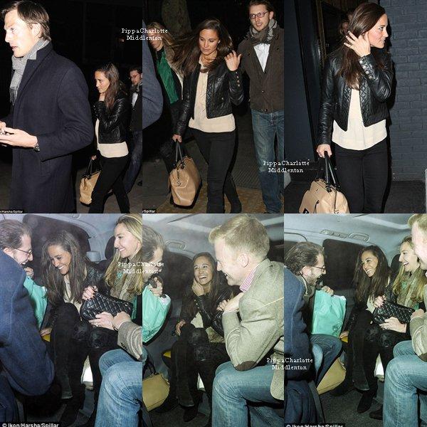 """20.03.13: Pippa, son boyfriend et des amis sortant du restaurant """"Bubbledogs"""" à Londres."""