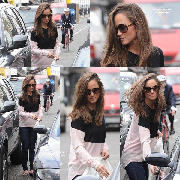 19.04.13: Pippa a été vue rejoingnant sa voiture dans les rues de Londres. ♥