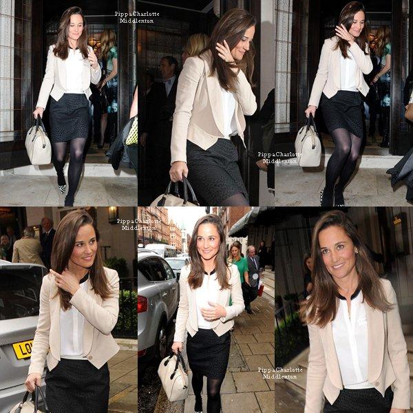 """14.05.13: Pippa quittant le """"Vanity Fair lunch""""  qui avait lieu au restaurant """"34"""" à Londres."""