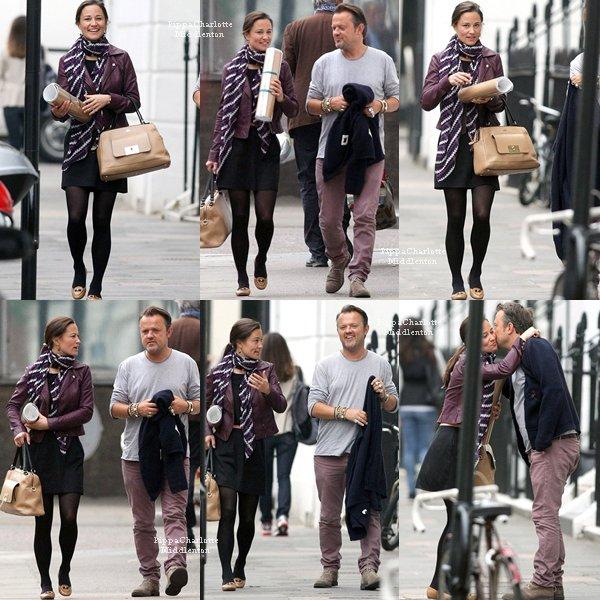 31.05.13: Pippa toute souriante est aller prendre un café avec un ami le matin puis dans l'après-midi elle est aller faire du shopping.