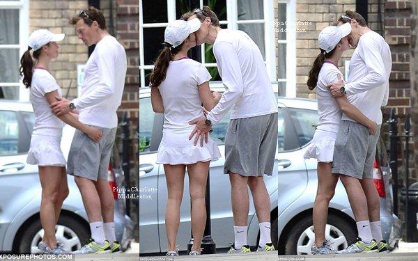 08.06.13: Pippa et Nico se disant au revoir après avoir jouer au tennis.  Âmes sensibles s'abstenirent
