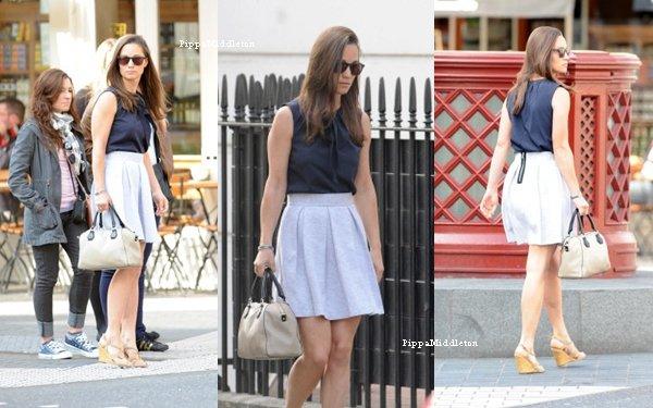 25.06.13: Miss Philippa a été aperçue flânant dans les rues londoniennes.