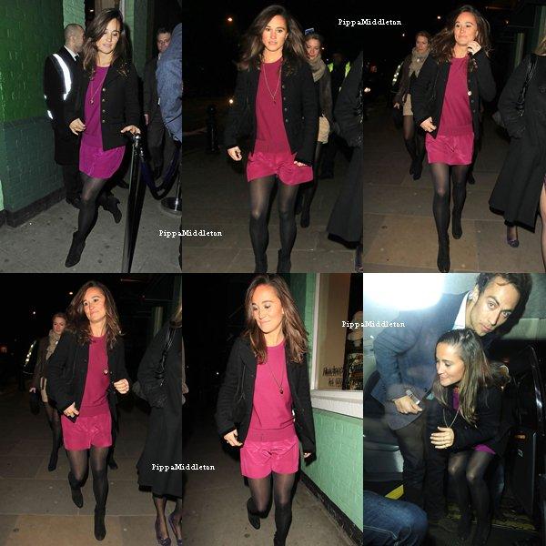"""17.02.11: Pippa  avec le sourire aux lèvres et James quittant le club """"Public"""" à Londres"""