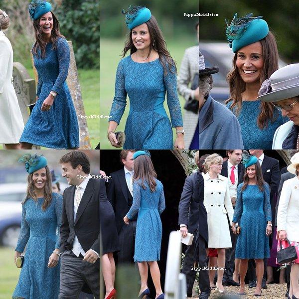14.09.13: C'est avec un grand sourire que Pippa s'est rendue à un marriage à Gayton, UK.