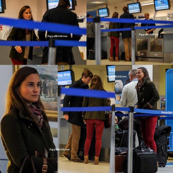 20.10.13: Pippa et Nico à l'aéroport d'Inverness à Dalcross en Ecosse après avoir passé le week end en amoureux.