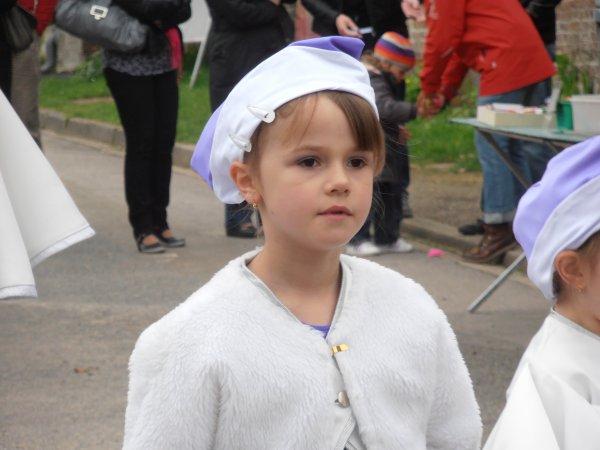 Défilé de QUINQUEMPOIX (60) le 06/05/25012