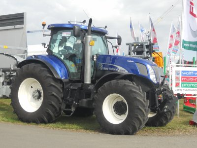New Holland T 7070 Blue Power