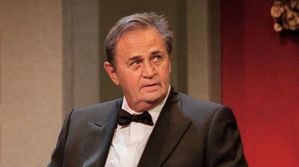 L'acteur français Roger Hanin, interprète de Navarro, est mort à l'âge de 89 ans.