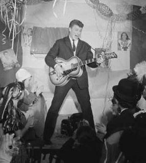 Johnny est mort à 74 ans . 1943 - 2017