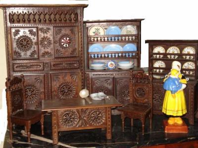 Petits meubles breton de poupee de maitrise miniature de plozevet dans le finistere les - Les petit meubles de marie ...
