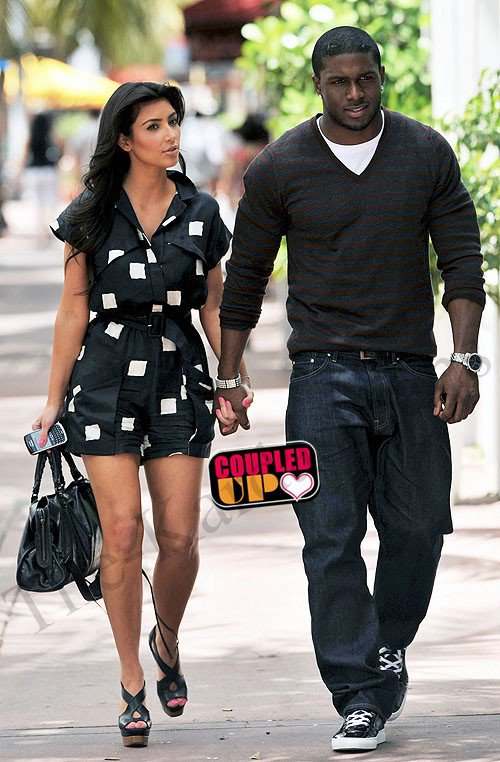 info with kim kardashian exclu selon un site am ricain reggie bush l 39 ex petit ami de kim. Black Bedroom Furniture Sets. Home Design Ideas