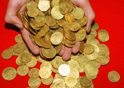 Le trésor, composé de 497 pièces d'or, pesait 17 kilos