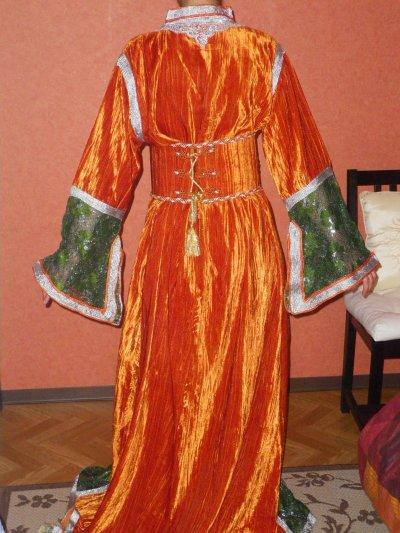 caftan orange et vert avec ceinture stratifié de pièces colorés