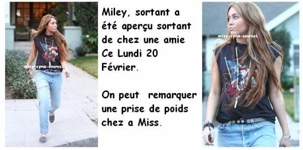 Miley sortant de chez une amie.