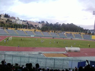 e championnat d'Algérie professionnel de Ligue 2 a débuté ce jeudi. Cette première  journée   a été marquée par trois victoires à l'extérieur obtenus par le CS Constantine, le NA Hussein Dey et l'US Biskra. Les autres matches  se sont terminés  sur des succès à domicile à l'exception de ASM Oran – CA Batna achevé sur un score de parité 0/0 . Les spectateurs du Stade de Constantine  ont été plus chanceux en assistant au plus grand nombre de buts de la journée. Le débat entre le  MO Constantine- ES Mostaganem a pris fin sur un score de 4/2.