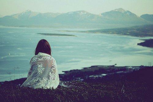 Chapitre 7; Je vois des gens courir après l'amour. Alors moi je m'assois et j'attends. En me disant qu'un des deux finira peut-être par s'arrêter devant moi.