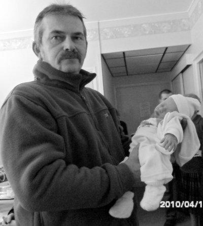 le papy et son 4eme petit fils