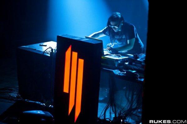 Promises (Skrillex and Nero Remix) - Nero (2011)