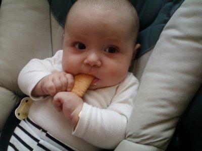 moi qui mange un biscuit
