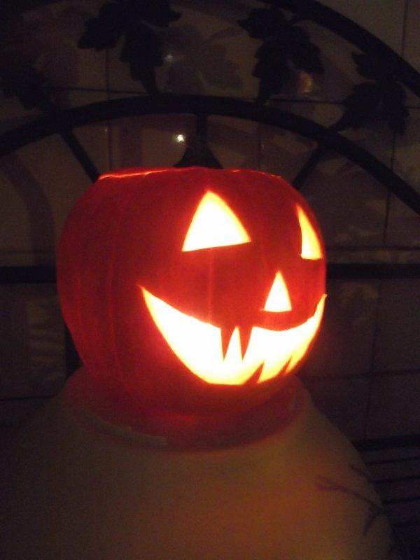 Rachel a bien bossé : notre jack-o-lantern est trop mignonne.