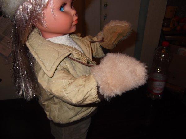 Une Bella complète: Nancy 1980 poupée qui parle et qui marche