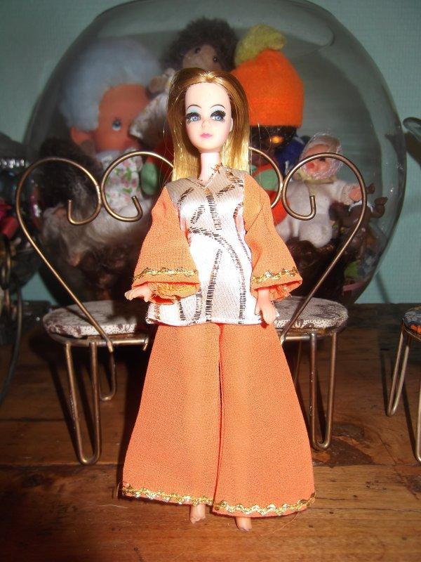 Une des tenues qui m'a fait plonger dans l'univers Dawn 1970 n°718 Tangerama Tunic.