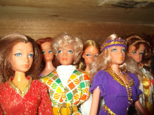 Rangement du meuble à poupées