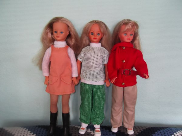 Cathie en robe Robinson sale!!! Et deux tenues Nathie neuves.