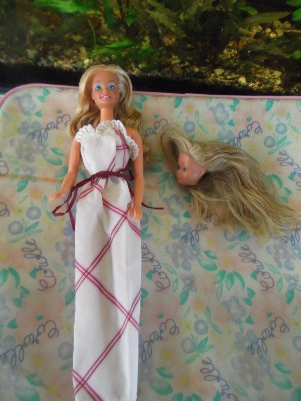 Barbie en robe années 80