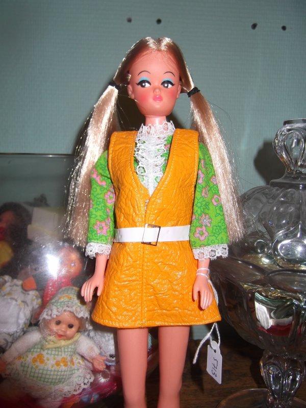 N°5713 de 1971, Petra couettes blonde modèle juwel