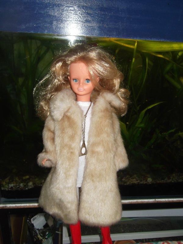 Manteau jonquille sur robe Adélie