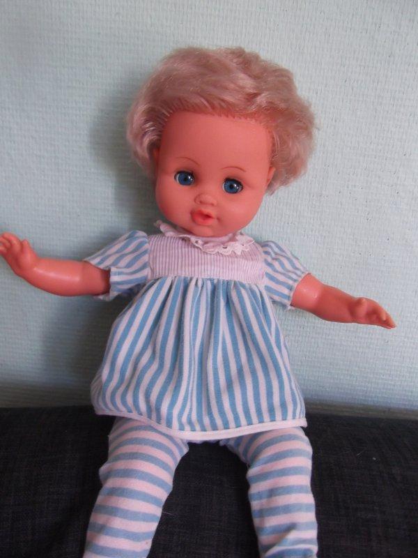 Bébé Bella en tenue Clodrey je pense