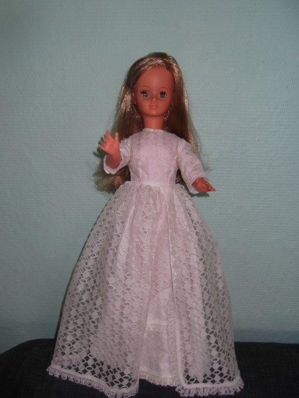 Cathie première génération en robe de mariée première génération